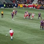 サッカーの「直接フリーキック」と「間接フリーキック」の違いは?