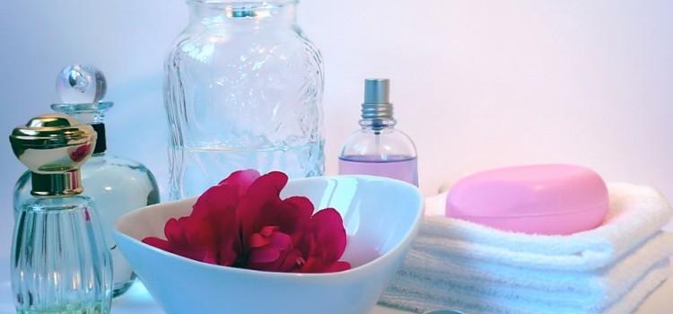 「化粧水」と「乳液」の違いは?