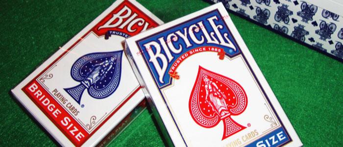 トランプの「ブリッジサイズ」と「ポーカーサイズ」の違いは?