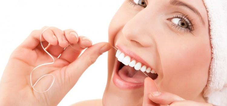 「歯間ブラシ」と「デンタルフロス」の違いは?