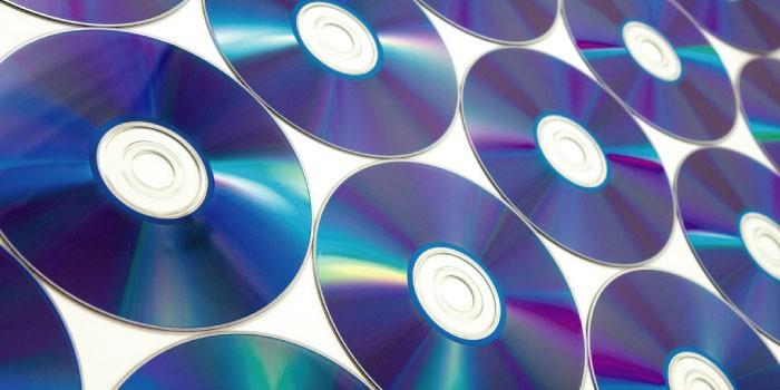 「disc」と「disk」の違いは?
