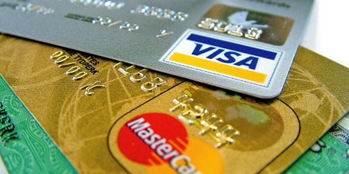 「クレジットカード」と「デビットカード」の違いは?