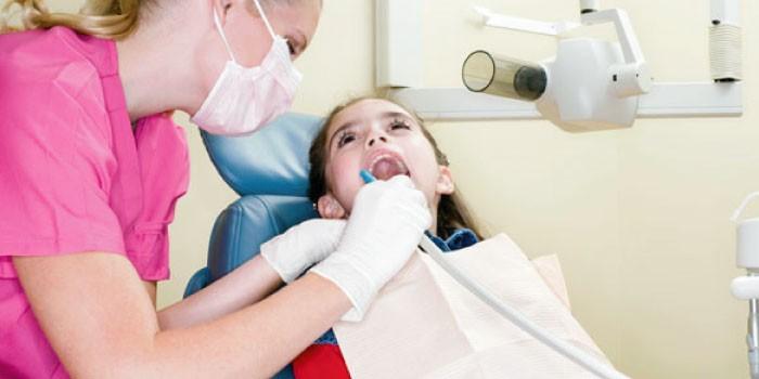 「歯科衛生士」と「歯科助手」の違いは?