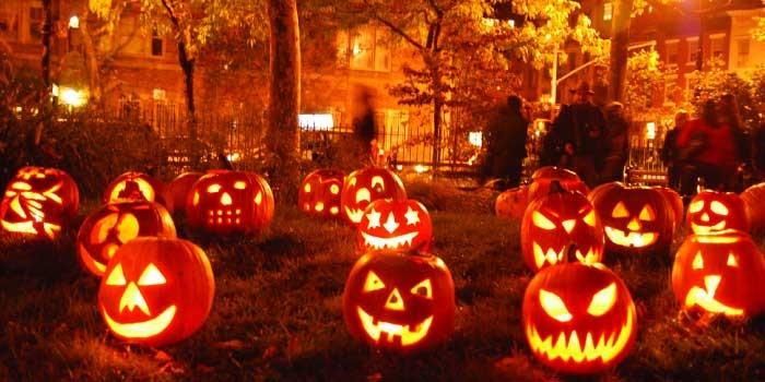 「Halloween」と「Helloween」の違いは?