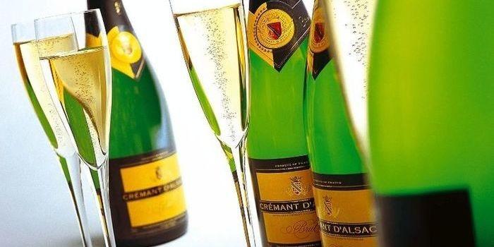 「スパークリングワイン」と「シャンパン」の違いは?