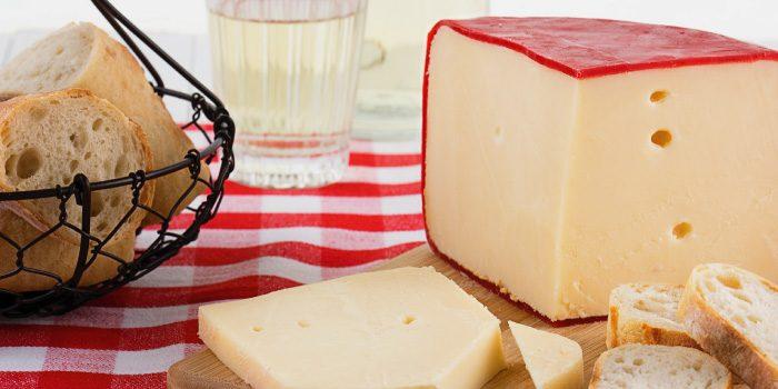 「ゴーダチーズ」と「チェダーチーズ」の違いは?