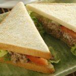 「サンドウィッチ」と「ハンバーガー」の違いは?