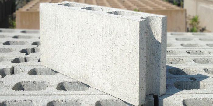 「コンクリートブロック」と「レンガ」の違いは?